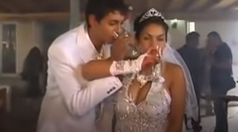 Obiceiuri stupide la nunta - sa bei din paharul celuilalt - www.nuntasuceava.ro